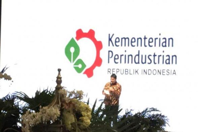 Menperin Airlangga Hartarto saat membuka gelaran Indonesia Fashion Week (IFW) 2017 di Jakarta Convention Centre, Rabu (1/2/2017).