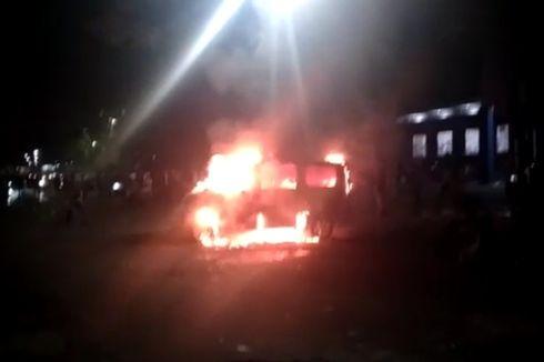 Unjuk Rasa Tolak Omnibus Law Ricuh, Ambulans Dibakar, Kantor Partai Nasdem Dirusak