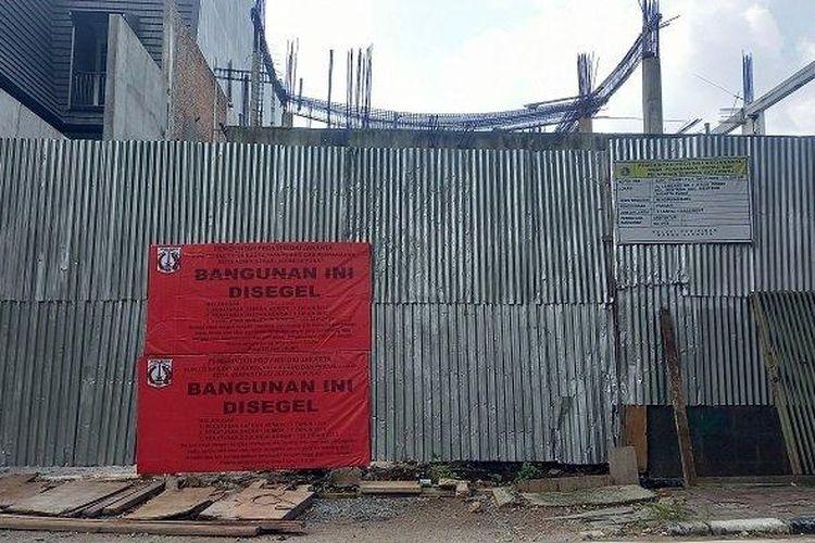 Proyek pembangunan rumah mewah di Jalan Lembang, Menteng, Jakarta Pusat, sudah dua kali digesel petugas karena melanggar Izin Mendirikan Bangunan (IMB).