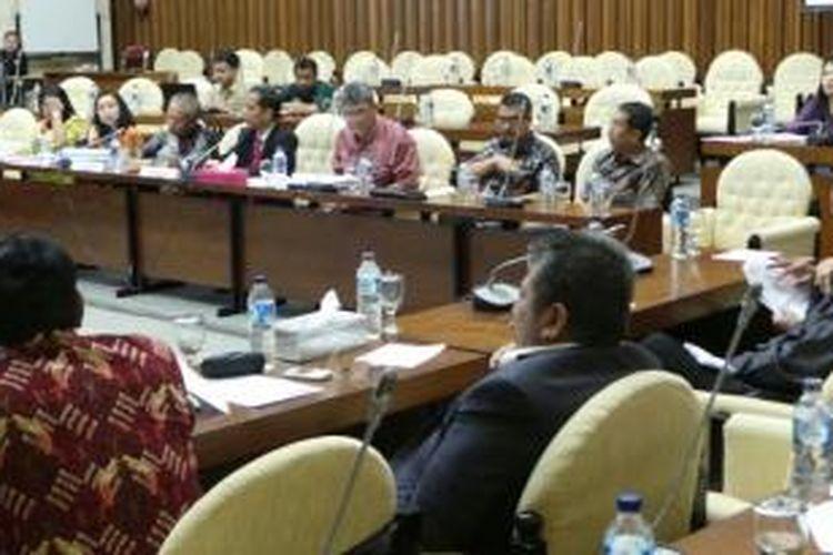Gubernur Jakarta Joko Widodo rapat kerja bersama Komisi IV DPR RI di kompleks parlemen, Kamis (12/12/2013).