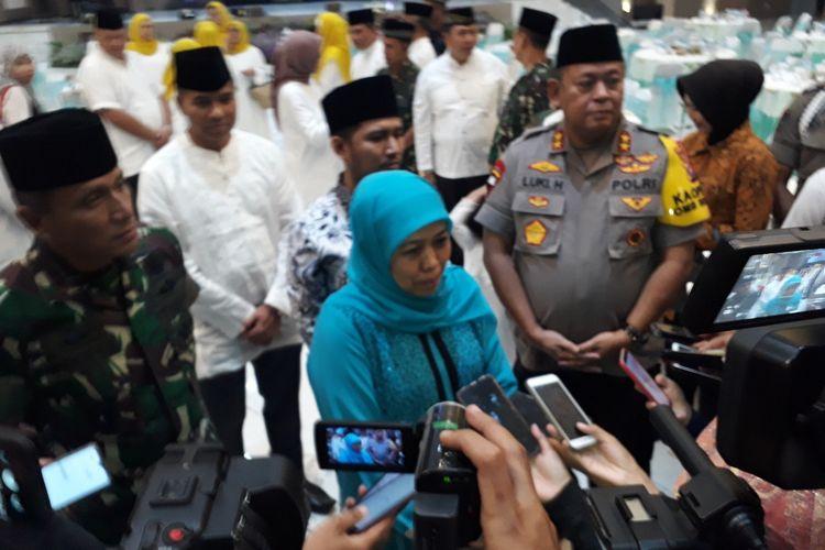 Gubernur Khofifah didampingi Kapolda Jatim dan Pangdam V Brawijaya usai buka puasa di Mapolda Jatim, Jumat (17/5/2019)