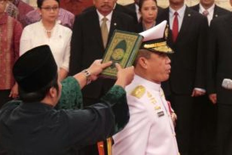 Ade Supandi ketika dilantik sebagai kepala staf angkatan laut di istana negara