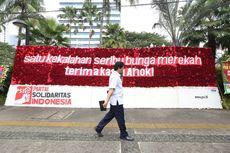 Karangan Bunga Berwarna Merah Putih Itu Paling Besar di Balai Kota...