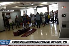 Warga Gotong Jenazah hingga Masuk ke Dalam Kantor Wali Kota Sorong