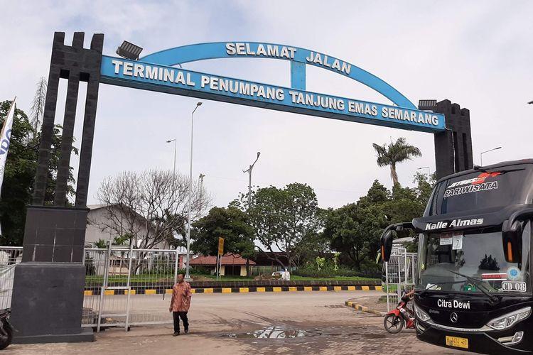 Terminal penumpang pelabuhan Tanjung Emas Semarang.