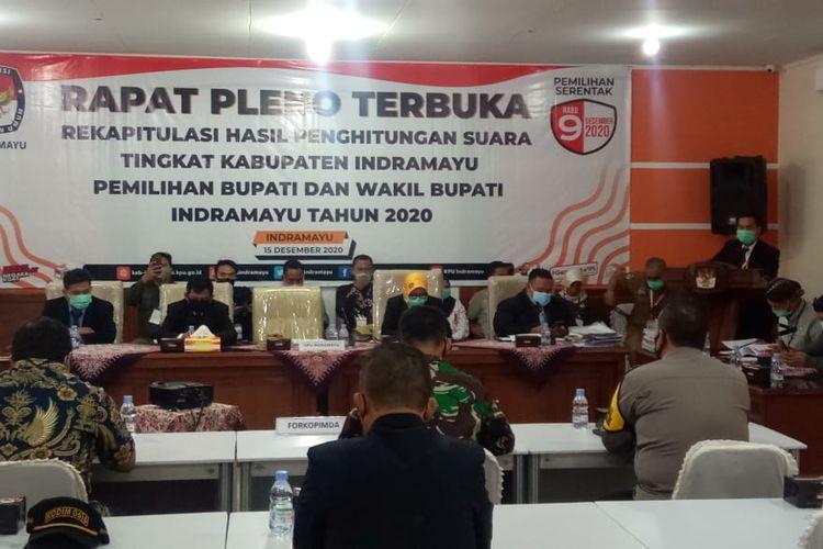Komisi Pemilihan Umum (KPU) Kabupaten Indramayu saat melaksanakan rekapitulasi suara.