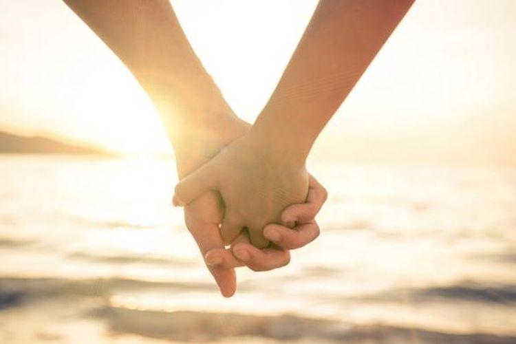 Hubungan jarak jauh kerap jadi tantangan bagi pasangan.