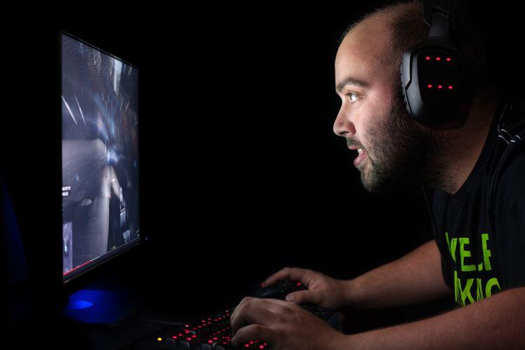 Ilustrasi seorang gamer brmain first person shooter