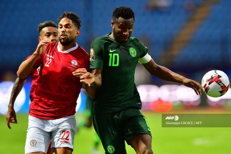 Kapten timnas Nigeria, John Obi Mikel, beraski pada laga Piala Afrika 2019 kontra Madagascar di Stadion Alexandria, Mesir, pada 30 Juni 2019.