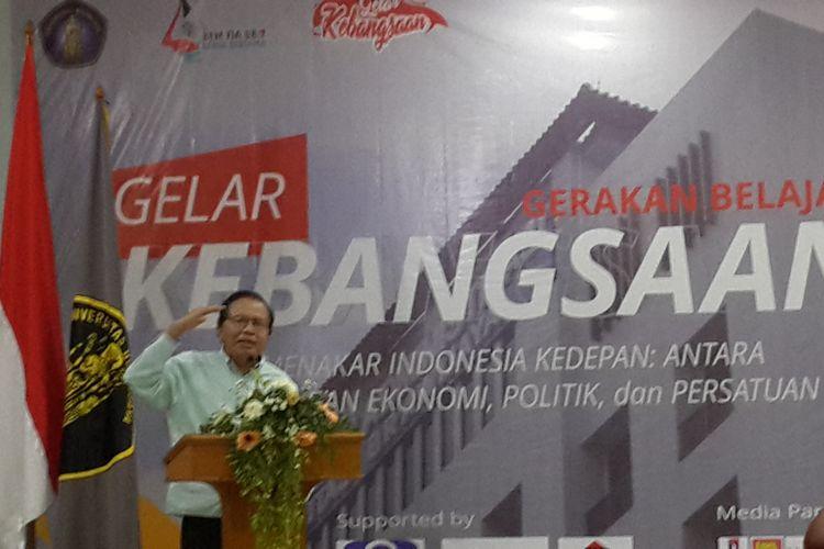 Ekonom Rizal Ramli saat menjadi pembicara dalam Gerakan Belajar (Gelar) Kebangsaan di Fakultas Ilmu Administrasi (FIA) Universitas Brawijaya, Kota Malang, Kamis (25/10/2018)