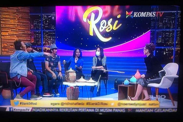 Slank menjadi bintang tamu dalam program bincang-bincang Rosi, episode #SlankDiRosi, Kamis (1/6/2017) malam. Program ini ditayangkan KompasTV mulai pukul 19.30 WIB.