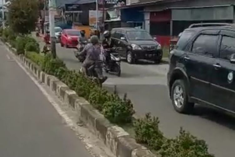 Tangkapan layar video nenek greget yang lagi viral di Nunukan. Lawan arah dengan cuek di jalan protokol Nunukan Kaltara