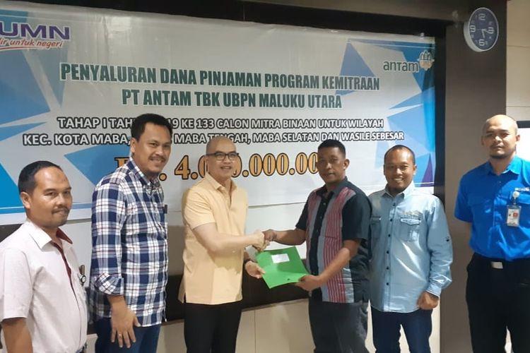Penyaluran bantuan Antam senilai Rp 4 miliar untuk UKM di Maluku Utara.