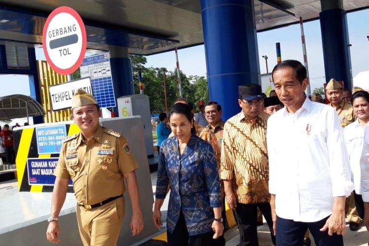 Presiden Joko Widodo meresmikan Tol Trans Sumatera ruas Bakauheni-Terbanggi Besar di Lampung Selatan, Jumat (8/3/2019).