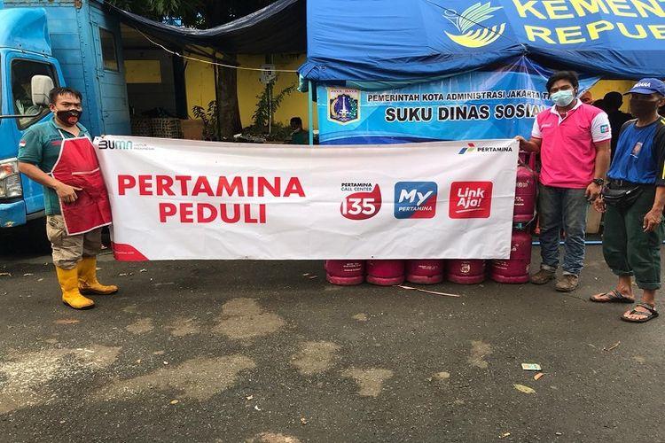 PT Pertamina (Persero) menyalurkan 190 tabung LPG Bright Gas kemasan 5.5 kg dan 12 kg kepada lima dapur umum di wilayah DKI Jakarta Sabtu, (20/2/2021).