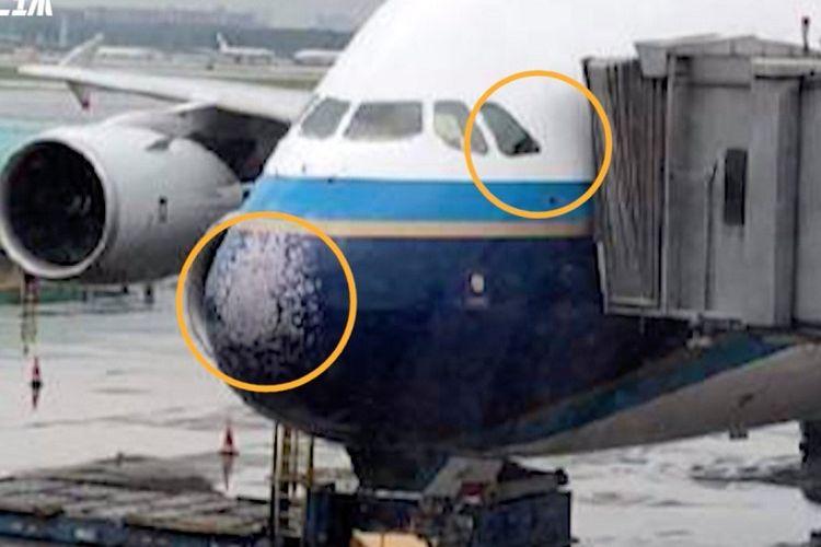 Foto yang beredar di media sosial China menunjukkan kondisi bagian depan pesawat Airbus A380 yang rusak akibat menerjang badai es di langit Beijing, Minggu (26/5/2019).