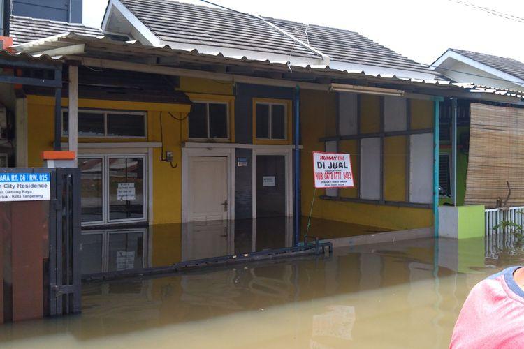 Banjir sudah empat hari merendam perumahan Garden City Residence Periuk Kota Tangerang. Foto diambil pada Rabu (26/2/2020)