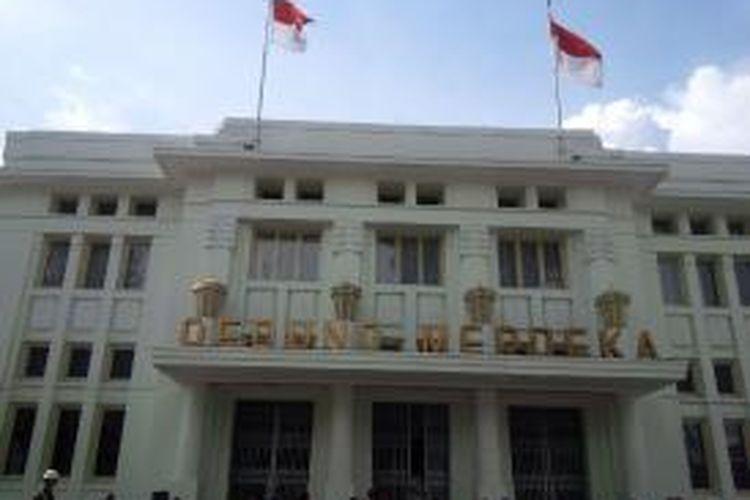 Gedung Merdeka di Jalan Asia Afrika Bandung. Gedung bersejarah ini merupakan tempat dilangsungkannya Konferensi Asia Afrika (KAA).