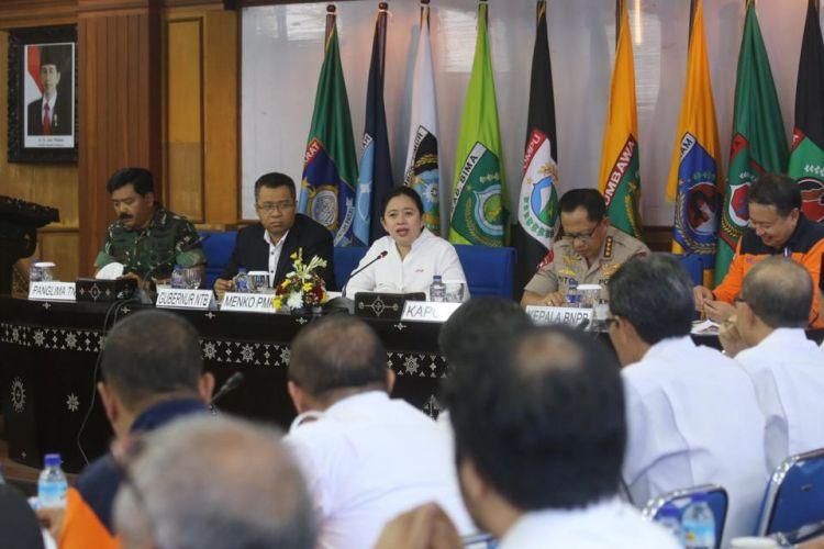 Menko Puan menggelar Rapat Koordinasi (Rakor) terkait pencairan dana bantuan bagi masyarakat yang rumahnya terkena dampak bencana di kantor Gubernur Nusa Tenggara Barat (NTB), Rabu (17/10/2018).