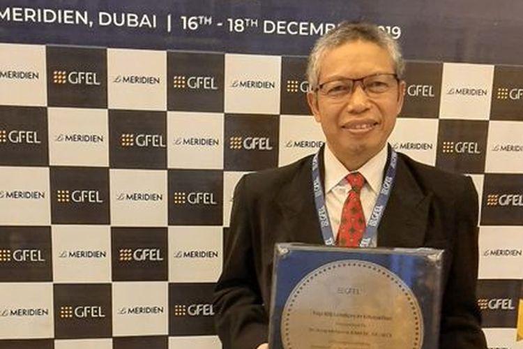 Dosen Fakultas Ekonomi dan Bisnis Universitas Padjadjaran Dr. Asep Mulyana, M.C.E., masuk ke dalam 100 besar akademisi terbaik dunia oleh Global Forum for Education & Learning (GFEL).
