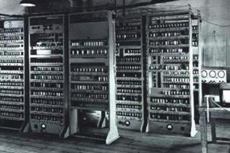 Salah satu rak komputer EDSAC hampir berakhir jadi rak buku
