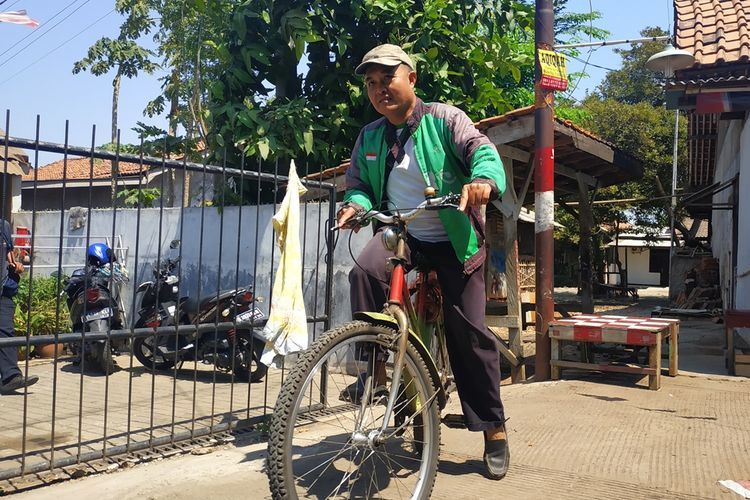 Eko Susilo (47), driver Go-jek pengguna sepeda.