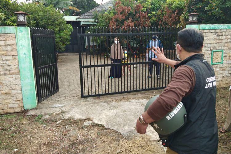 Gubernur Jawa Barat Ridwan Kamil saat menyapa warga Bekasi yang sedang melaksanakan isolasi mandiri, Jumat (23/7/2021).