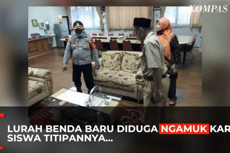 Lurah Benda Baru, Tangerang Selatan, merusak barang di ruang Kepala SMA Negeri 3 Tangsel karena merasa kesal akibat calon siswa yang direkomendasinya ditolak pihak sekolah.