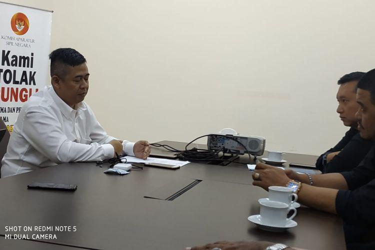 Sekretaris Komite Penyelamatan TVRI imam Priyono Saat Menyampaikan Laporan ke Komite Aparatur Sipil Negara (KASN) di Kantor KASN, Jakarta, Kamis (20/2/2020)