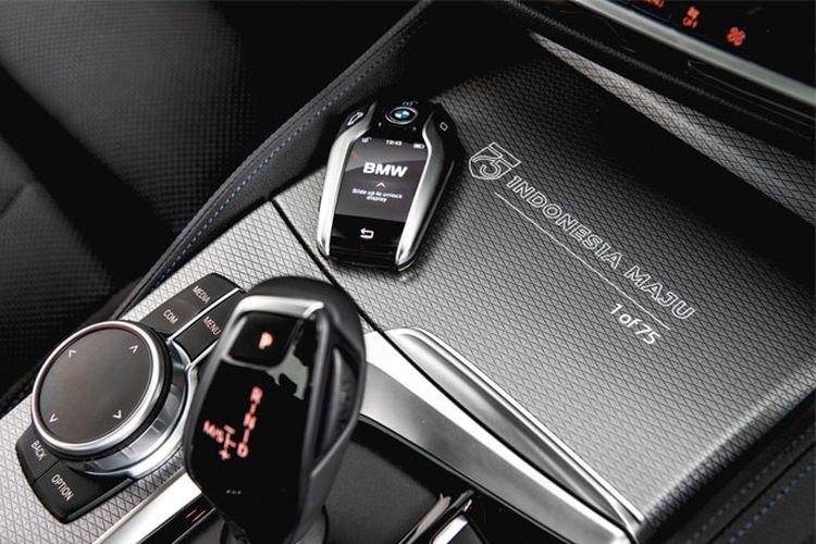 BMW 520i M Sport Edition 75 dengan logo khusus Indonesia Maju (BMW)  Artikel ini telah tayang di Kompas.com dengan judul
