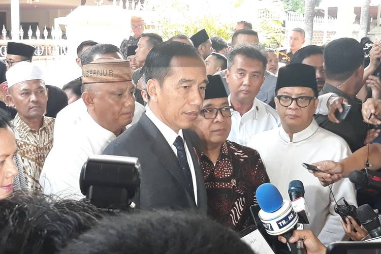 Presiden Joko Widodo melayat ke rumah duka almarhum Bacharuddin Jusuf Habibie di Jalan Patra Kuningan, Jakarta Selatan, Kamis (12/9/2019).