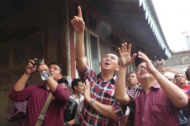 Calon gubernur nomor pemilihan dua DKI Jakarta Basuki Tjahaja Purnama atau Ahok saat blusukan di kawasan Lubang Buaya, Jakarta Timur, Jumat (3/2/2017).