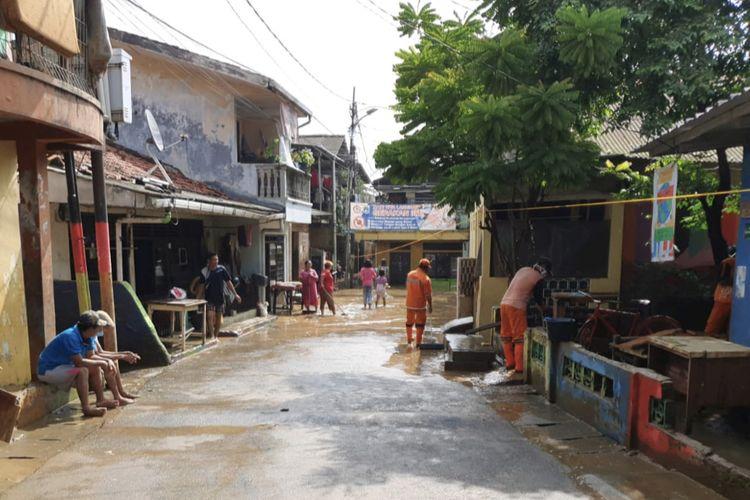 Banjir di kawasan Rawajati, Pancoran, Jakarta Selatan di sebagian titik pada Selasa (9/2/2021) siang.