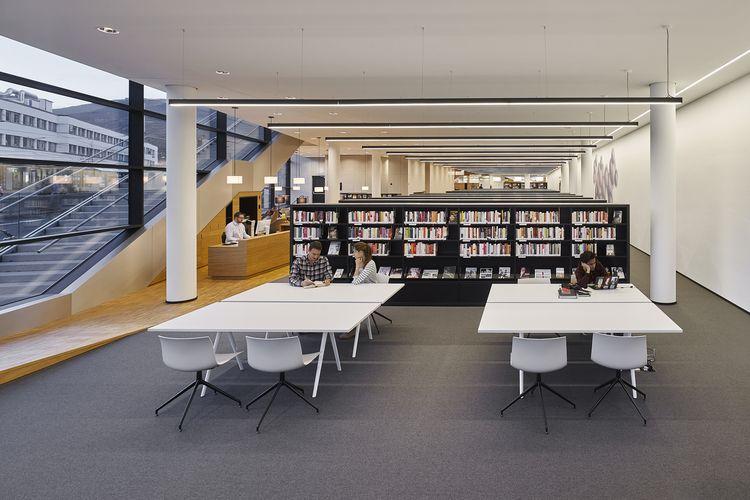 Interior perpustakaan