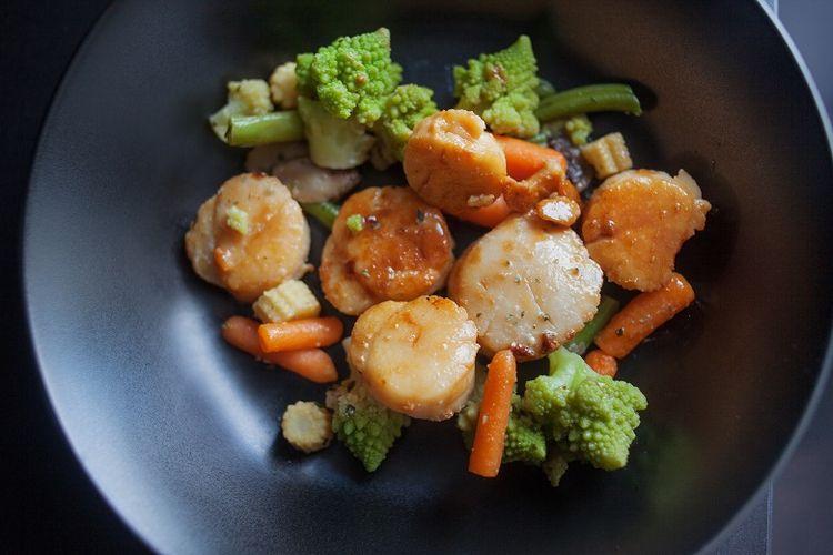 Ilustrasi scallop tumis sayuran