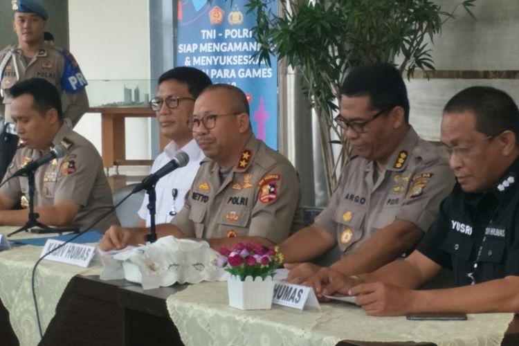 Polisi memberi keterangan pers soal dugaan penganiayaan terhadap Ratna Sarumpaet. Keterangan pers diberikan di Mapolda Metro Jaya, Rabu (3/10/2018).
