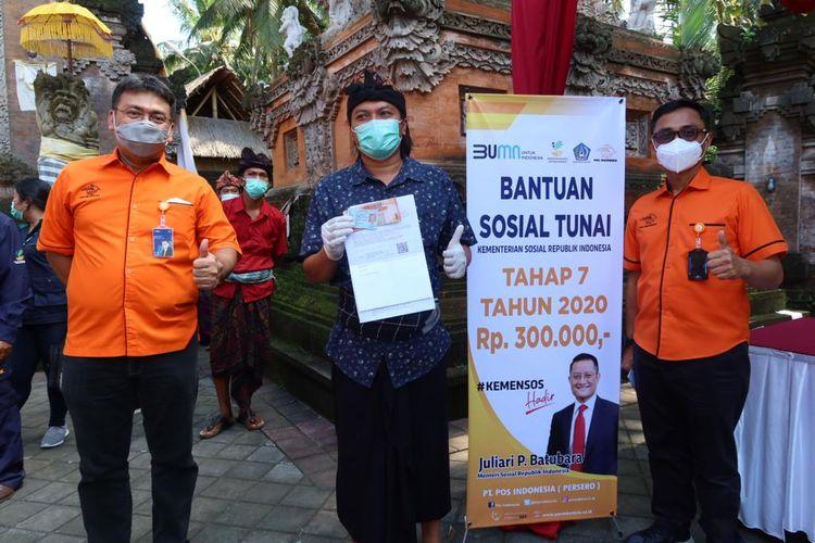Penyaluran Bansos BST, BSB dan Program Kartu Sembako di Kabupaten Badung, Jumat 16/10/2020).