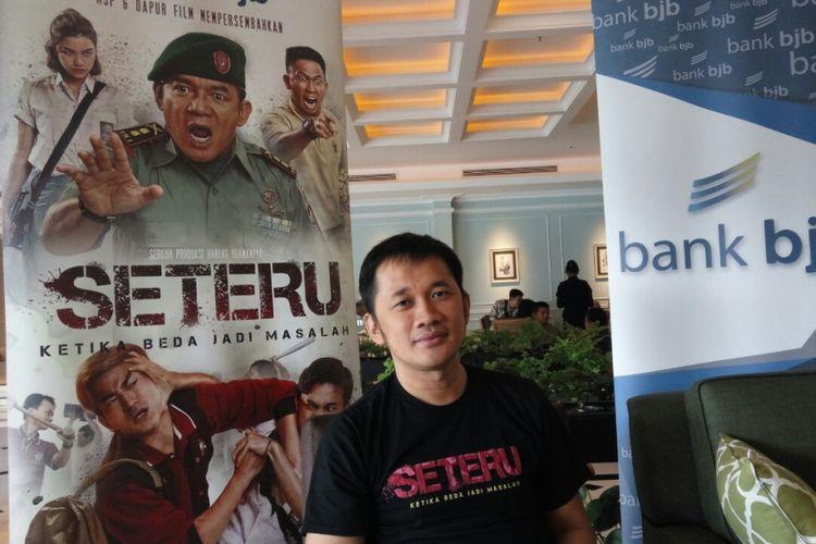 Sutradara film Seteru, Hanung Bramantyo.