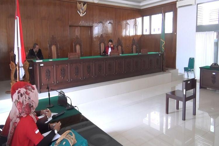 Pengadilan Negeri Banda Aceh memutuskan menolak permohonan euthanasia yang diajukan Berlin Silalahi korban tsunami yang digusur dari Barak Bakoy.
