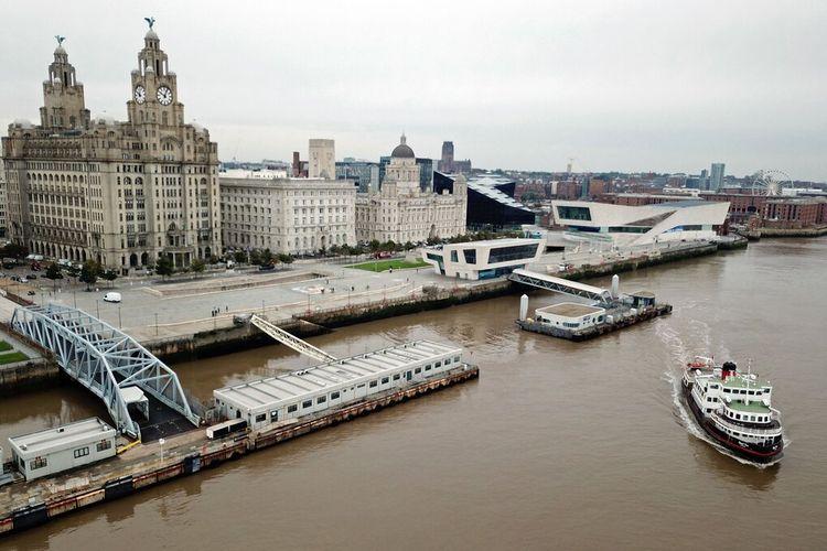 Pembangunan tepi laut kota Liverpool yang masif membuatnya dicoret dari daftar situs warisan dunia UNESCO
