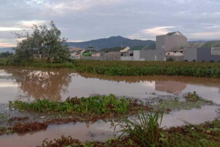 Banjir di Kecamatan Majenang, Kabupaten Cilacap, Jawa Tengah, mulao surut, Rabu (2/12/2020).