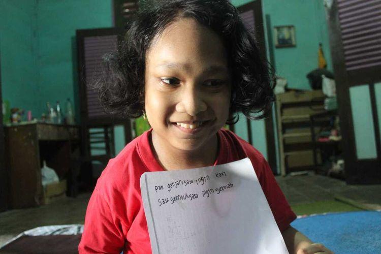 Alenda PrimaveaDewi (11)di rumah kontrakan orang tuanya di Kelurahan Bangkle, Kabupaten Blora, Jawa Tengah.