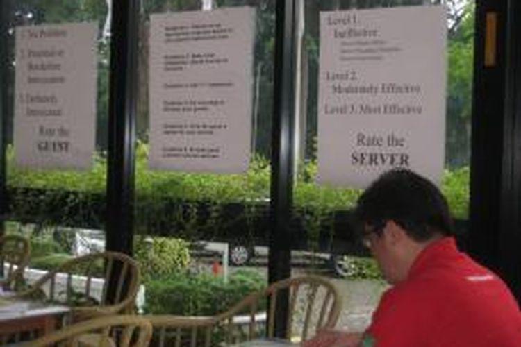 Kiat menghadapi konsumen yang mabuk lantaran meminum minuman keras terpasang selama pelatihan bertajuk TiPS atau Training for Intervention PrecedureS pada Selasa (11/11/2014) sampai dengan Kamis (13/11/2014) di Hotel Century Atlet, Jakarta. Pelatihan TiPS meliputi  keterampilan dan rancangan pencegahan intoksifikasi karena alkohol, peminum alkohol di bawah umur, dan mengemudi kendaraan dalam keadaan mabuk.