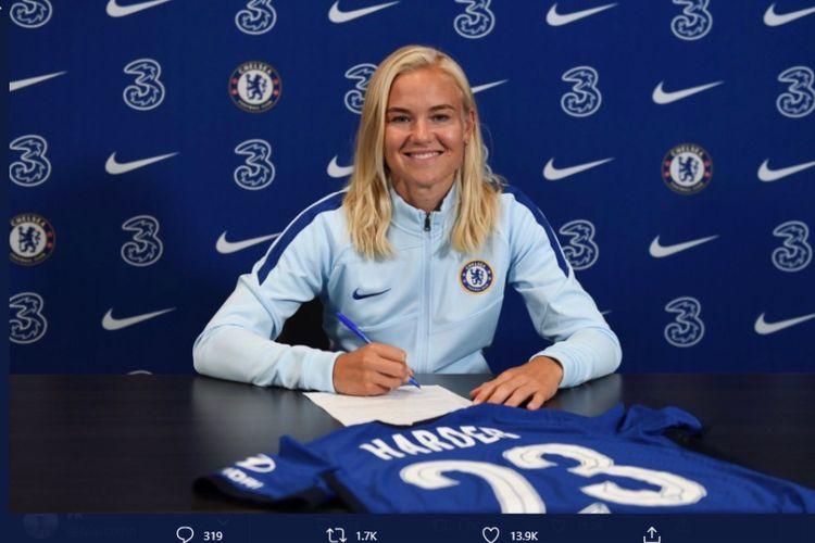 Chelsea mendapatkan tanda tangan pemain wanita terbaik Eropa 2018, Pernille Harder.