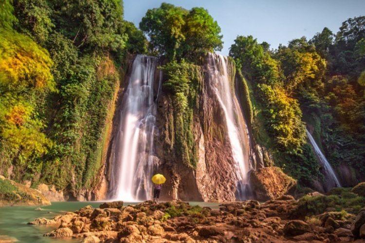 Salah satu wisata air terjun di Geopark Ciletuh Kabupaten Sukabumi.