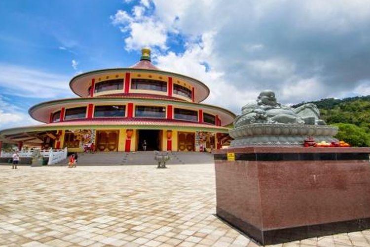 Destinasi wisata pagoda vihara Puri Tri Agung yang berada di Kabupaten Bangka Belitung