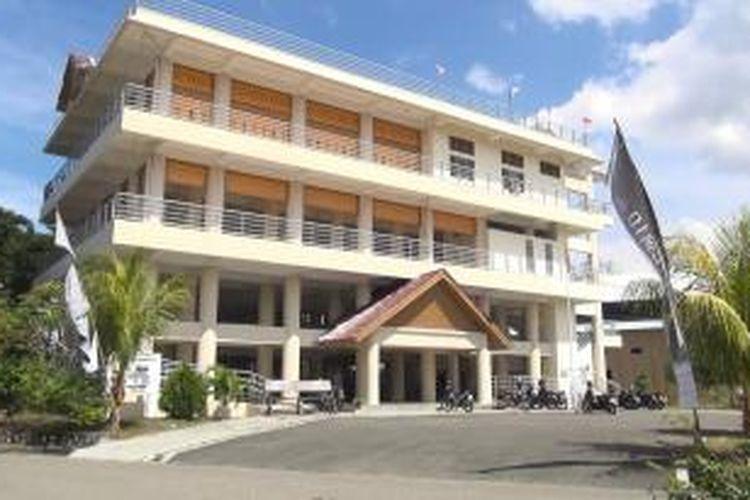Salah satu Gedung penyelamatan atau Escape Building yang digunakan masyarakat sebagai tempat berlindung manakal gempa kuat mengguncang yang diikuti potensi tsunami. ***** K12-11