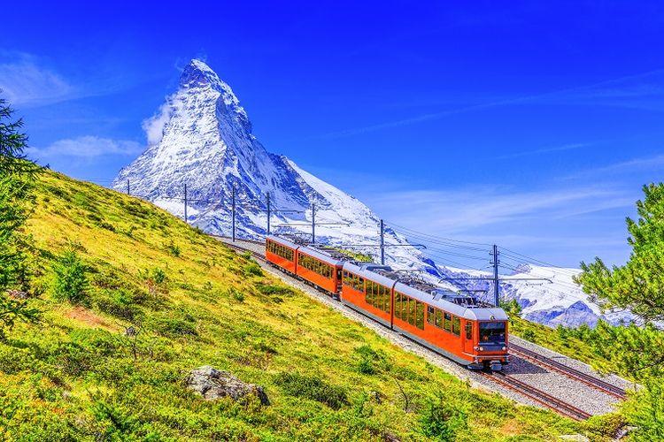 Ilustrasi Swiss - Pemandangan Gunung Matterhorn di Zermatt, Swiss (SHUTTERSTOCK/emperorcosar).