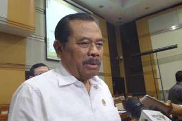 Jaksa Agung HM Prasetyo di sela rapat kerja dengan Komisi III DPR di Kompleks Parlemen, Senayan, Jakarta, Senin (13/6/2016)