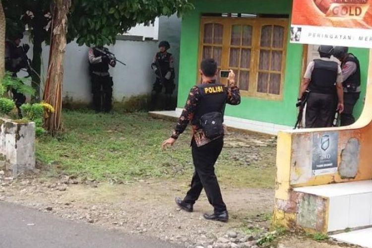 Rumah pelaku penyerangan polisi di Mapolres Banyumas, Selasa (11/4/2017).